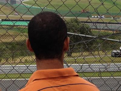 Irmão curtindo a corrida :)